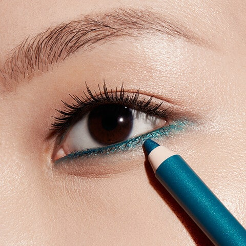 upside down eyeliner trends